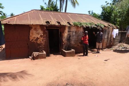 cabane_offerte_par_office_Togolais_des_Phosphates